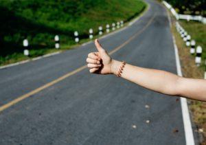 【女性のヒッチハイク】安全に成功する秘訣を伝授